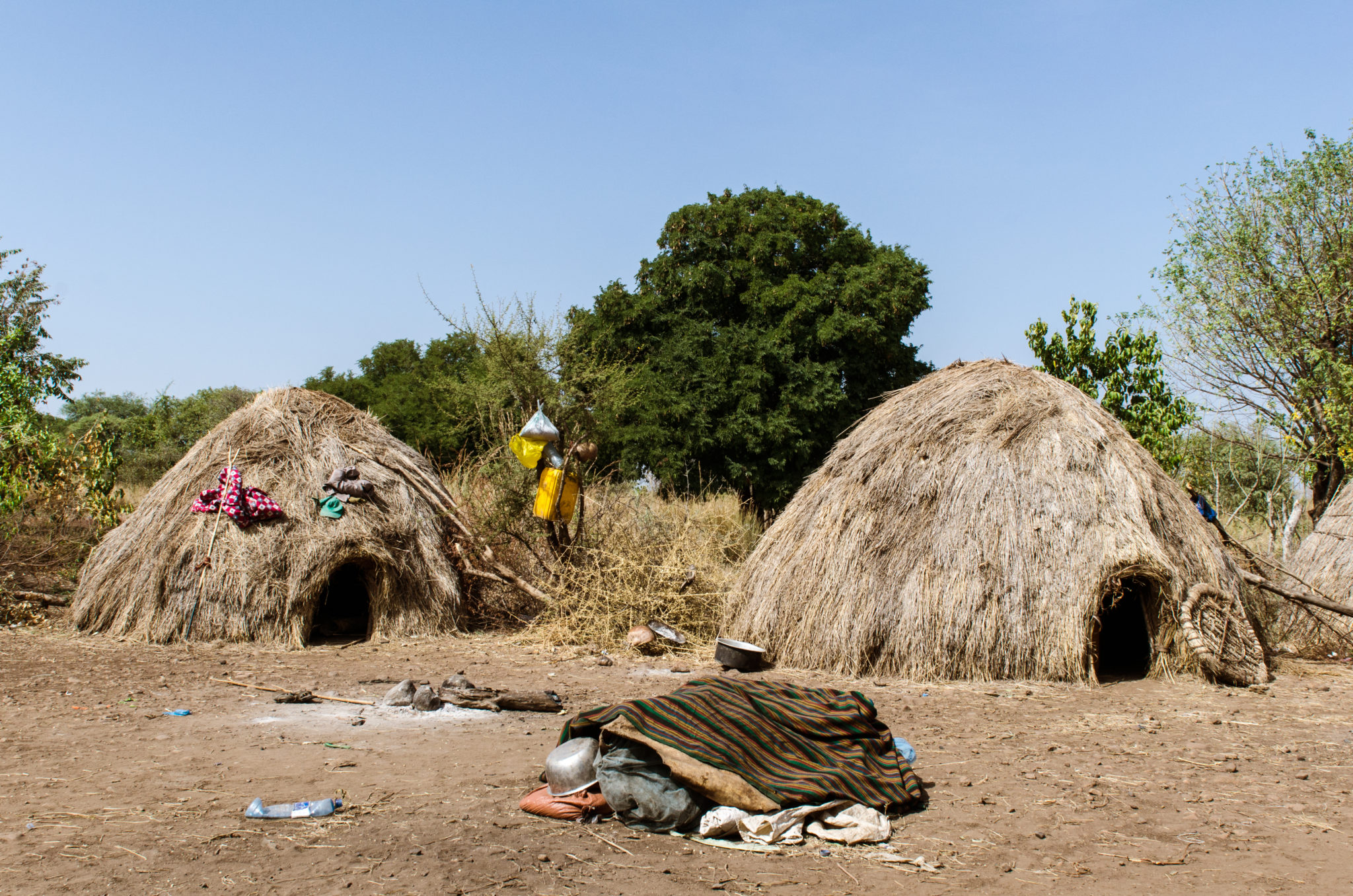 Mursi-people-Ethiopia-huts
