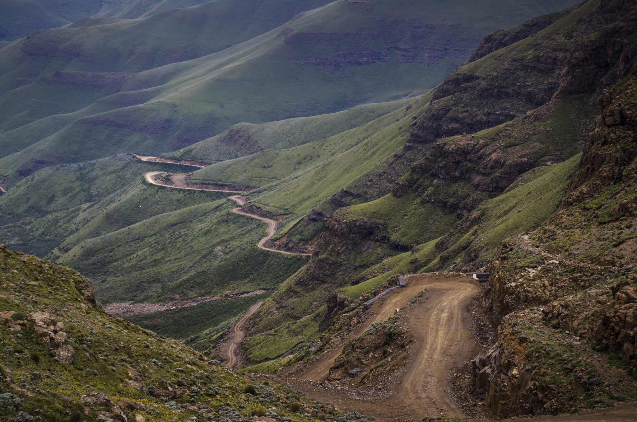 Sani-Pass-Drakensberg-South-Africa-mountain-pass