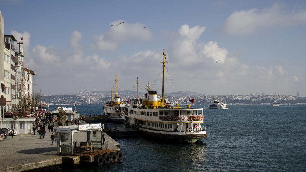Turkish-cuisine-Istanbul-ferry