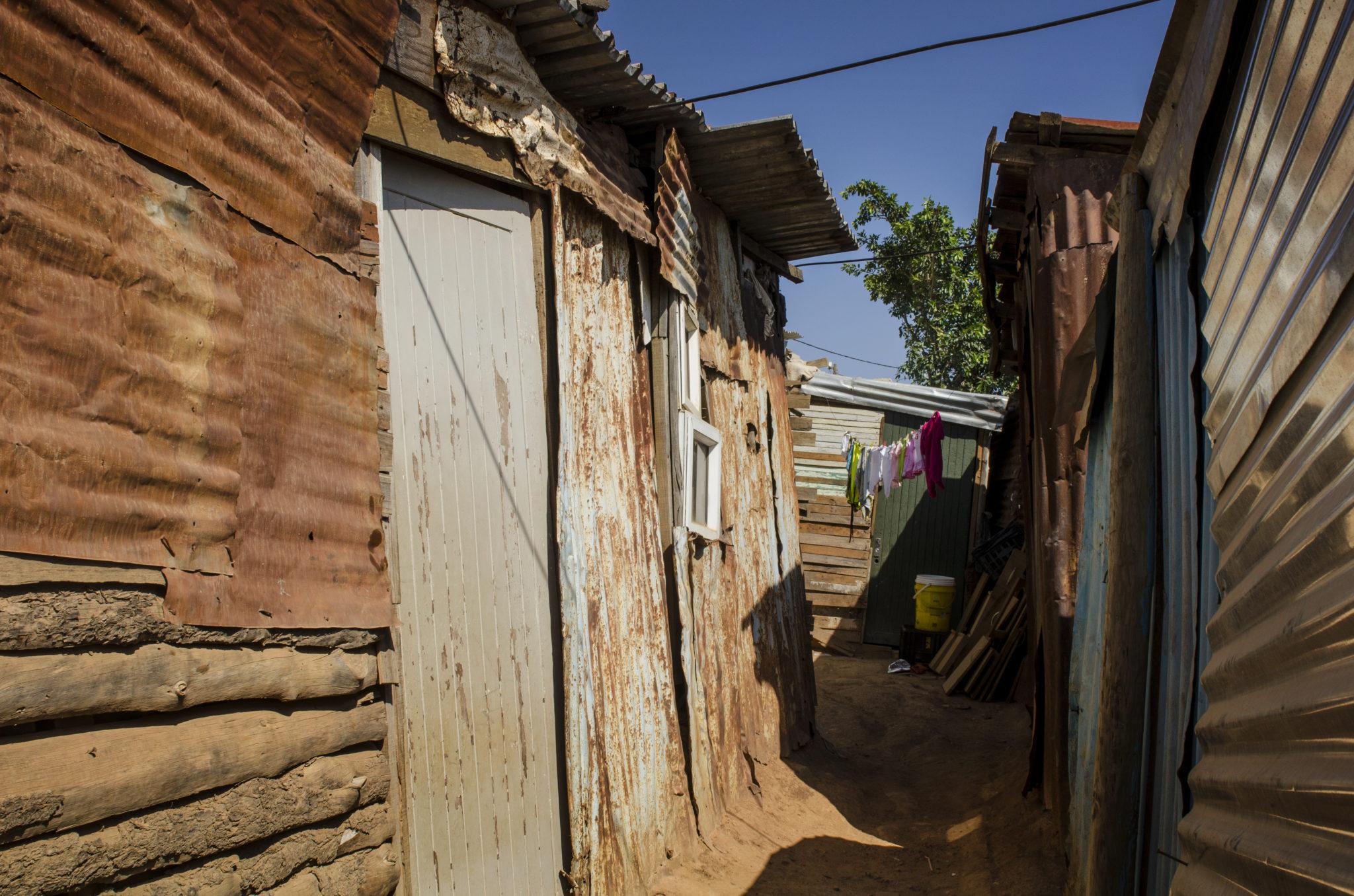 kayamandi-township-stellenbosch-southafrica-alley