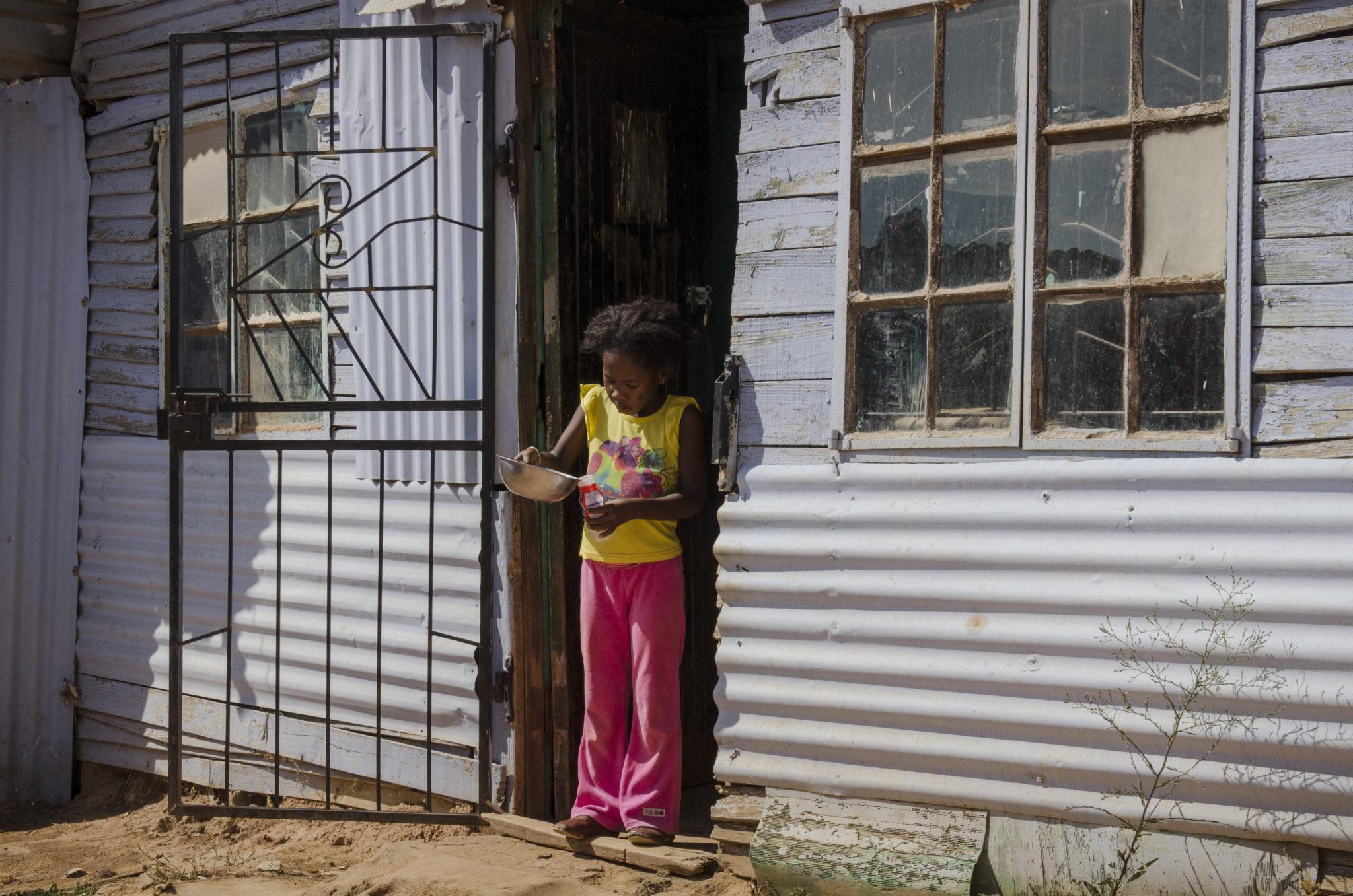 kayamandi-township-stellenbosch-southafrica-girl