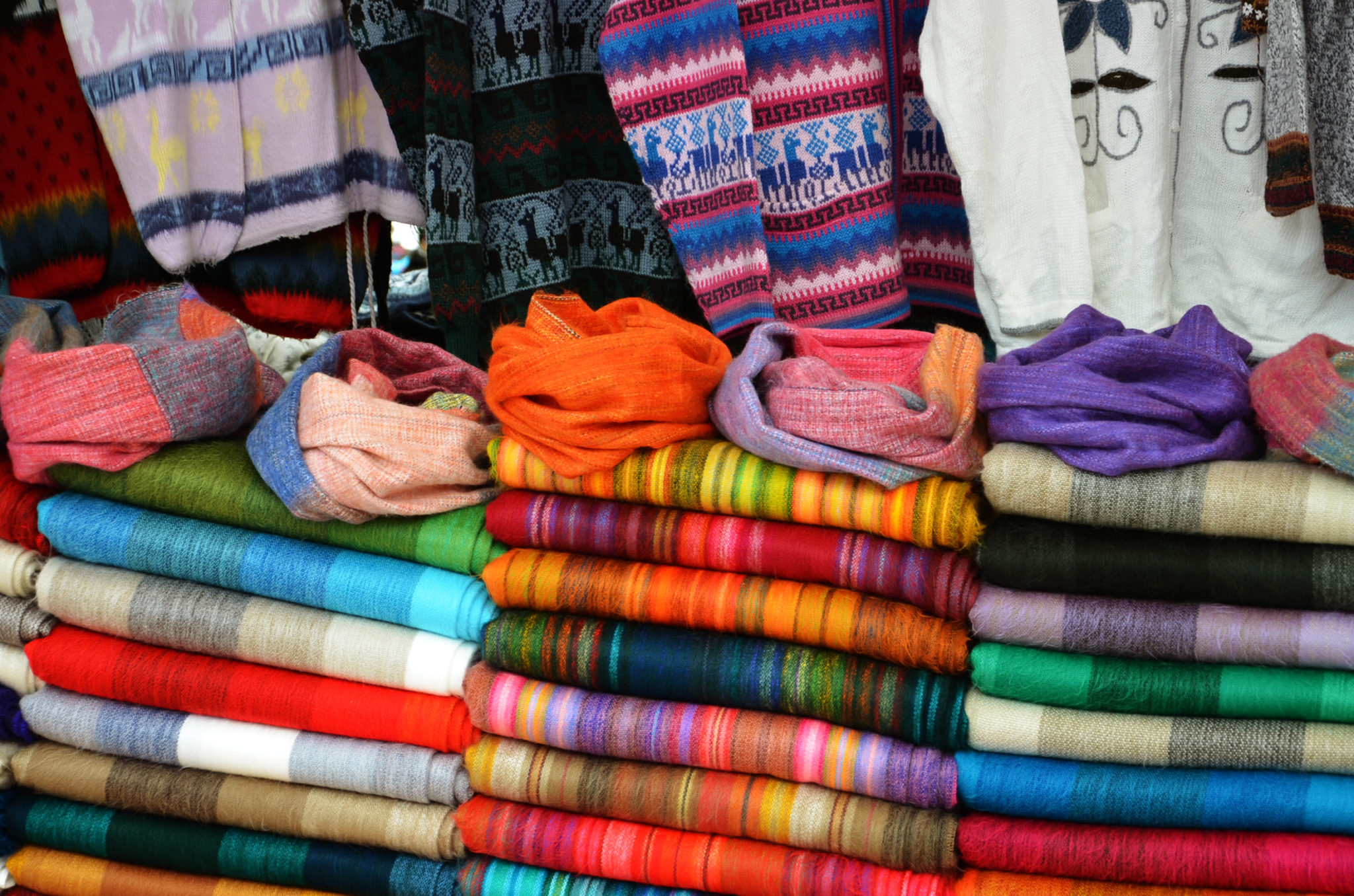 Things-to-see-in-Ecuador-Otovalo-Andean-market-Handwerksmarkt