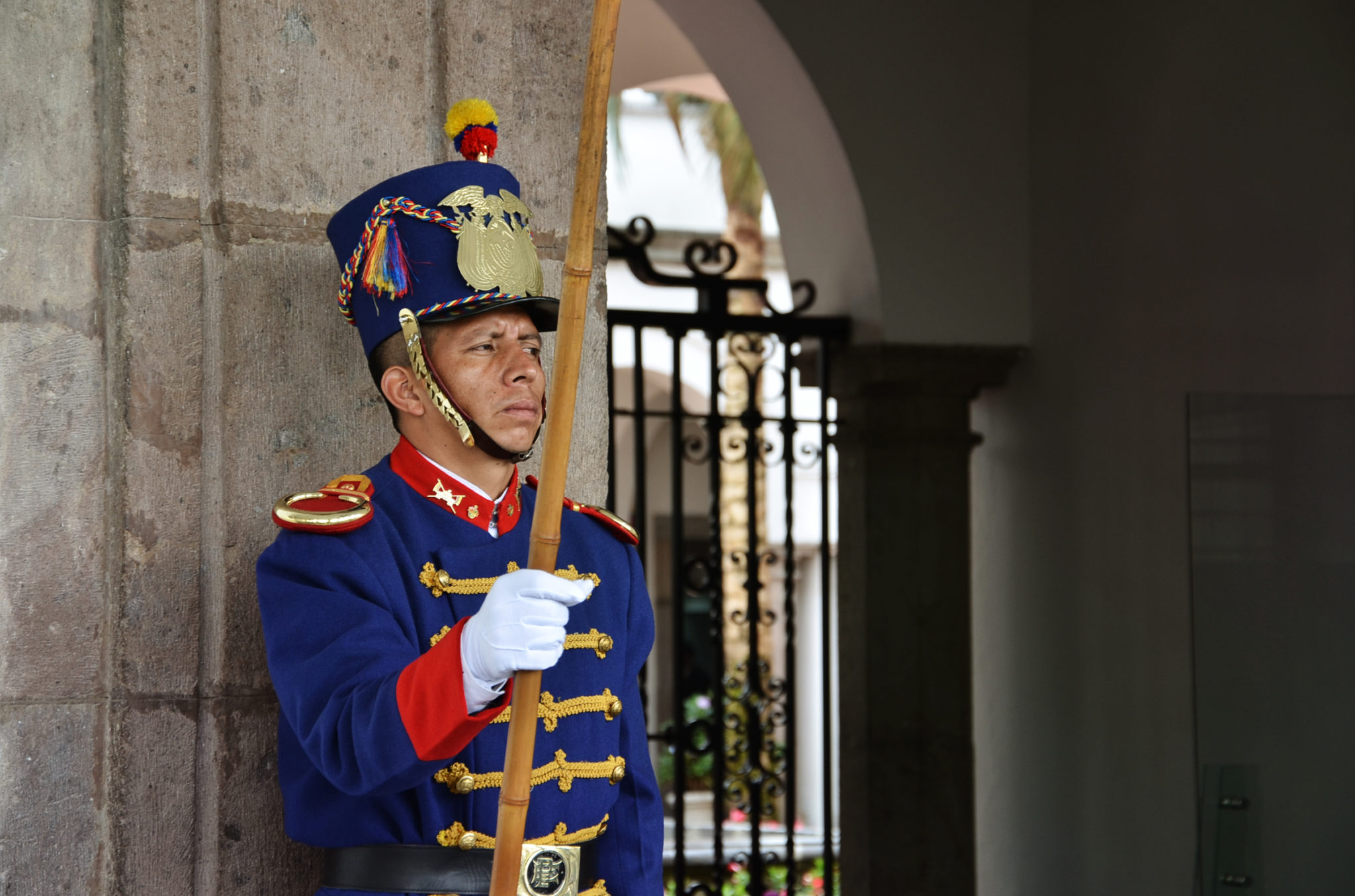 Things-to-see-in-Ecuador-Quito-presidential-palace-guard