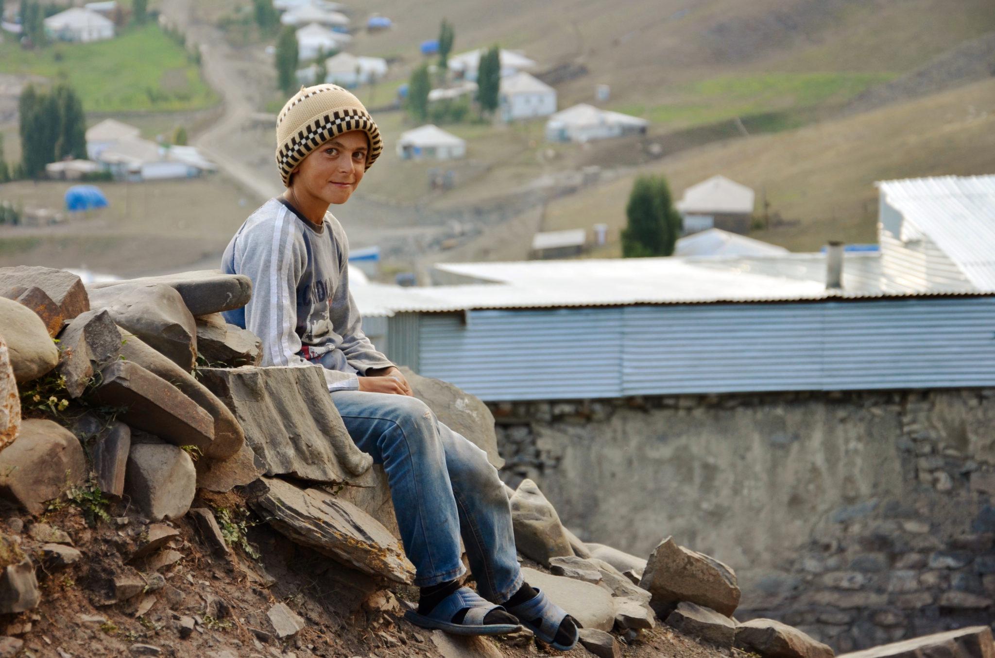 Visit-Azerbaijan-Xinalig-Junge-Caucasus