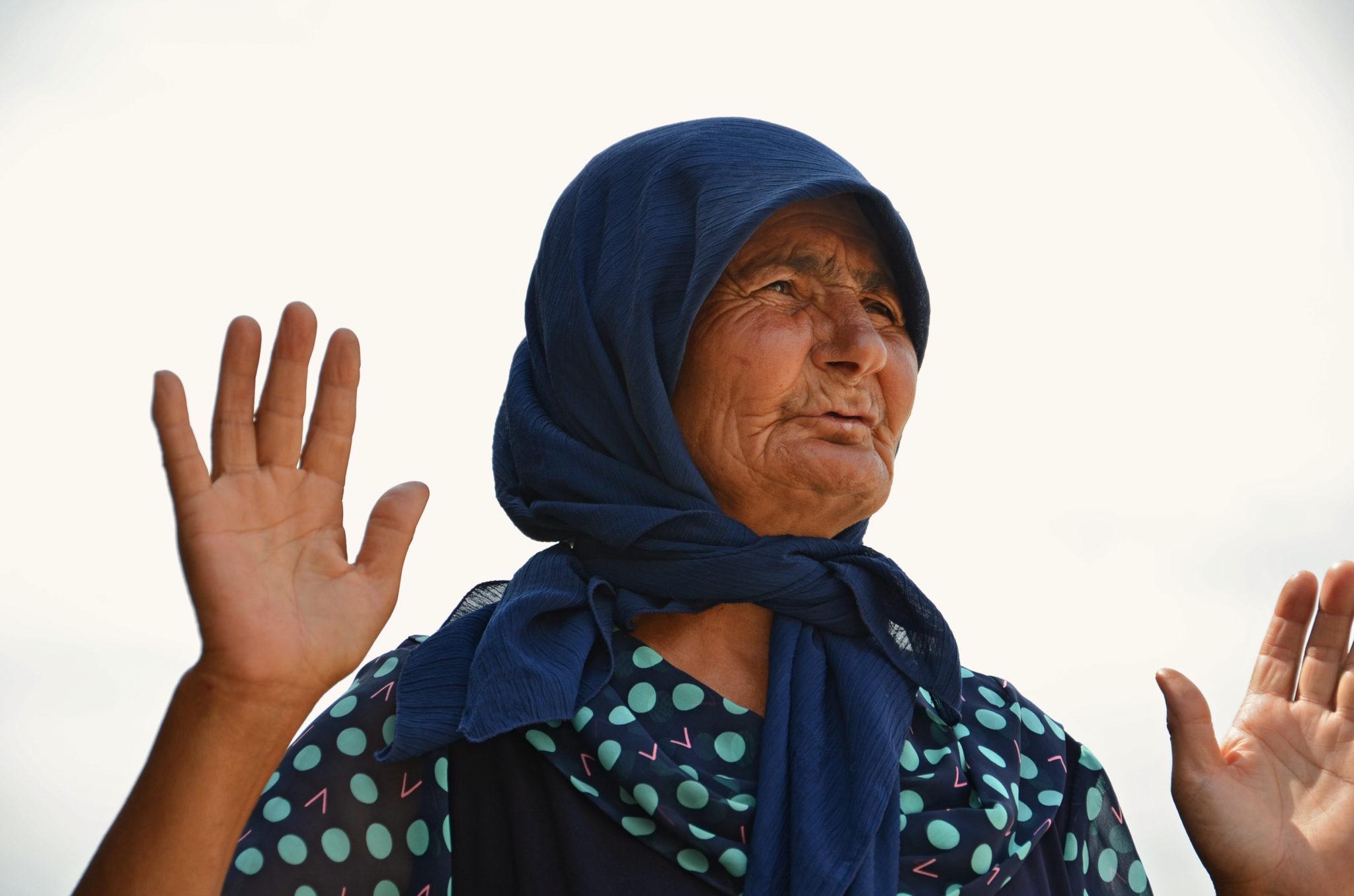 Visit-Azerbaijan-fortune-teller-woman