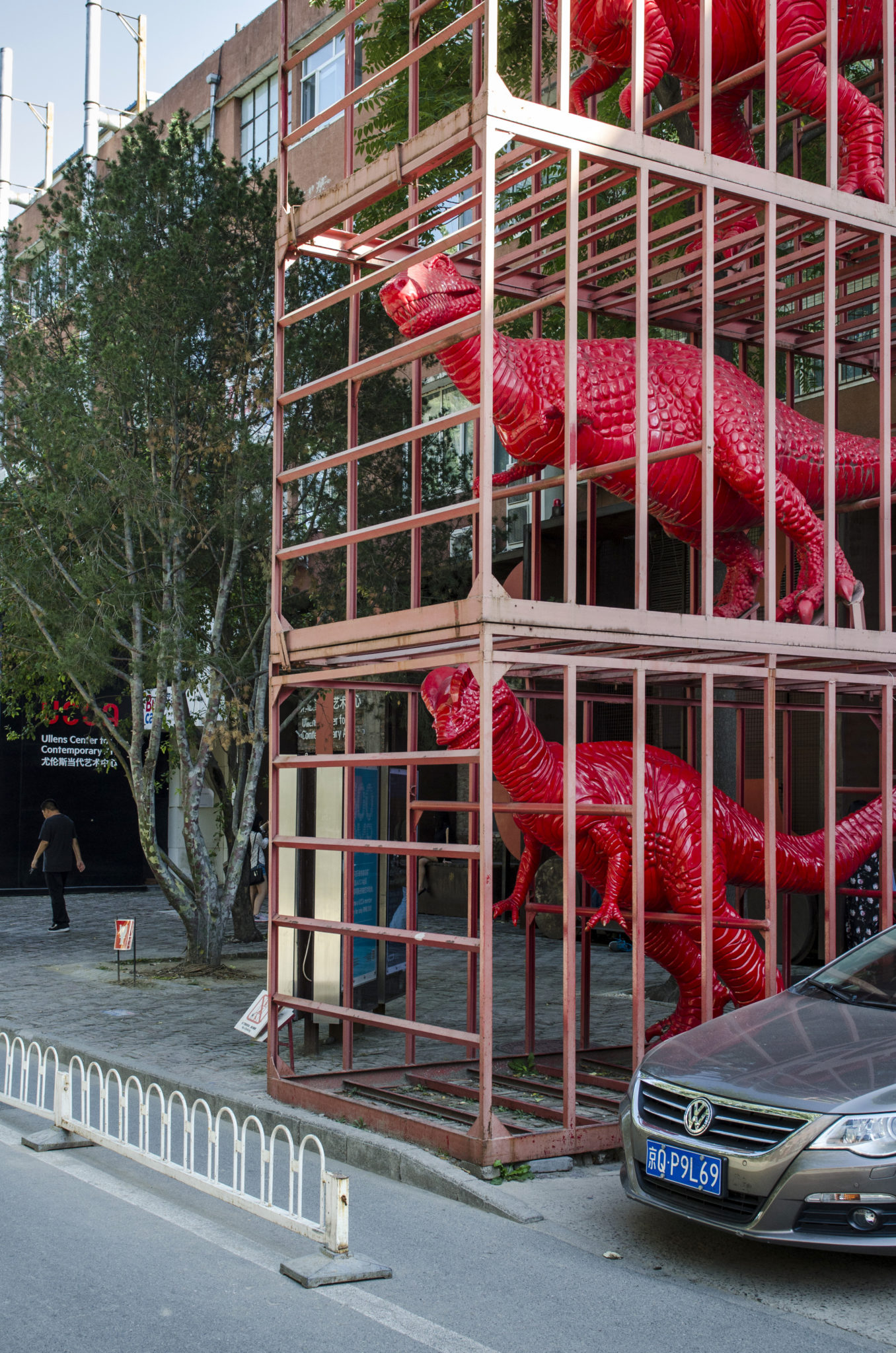 798-Beijing-Art-District-dinosaur-cage