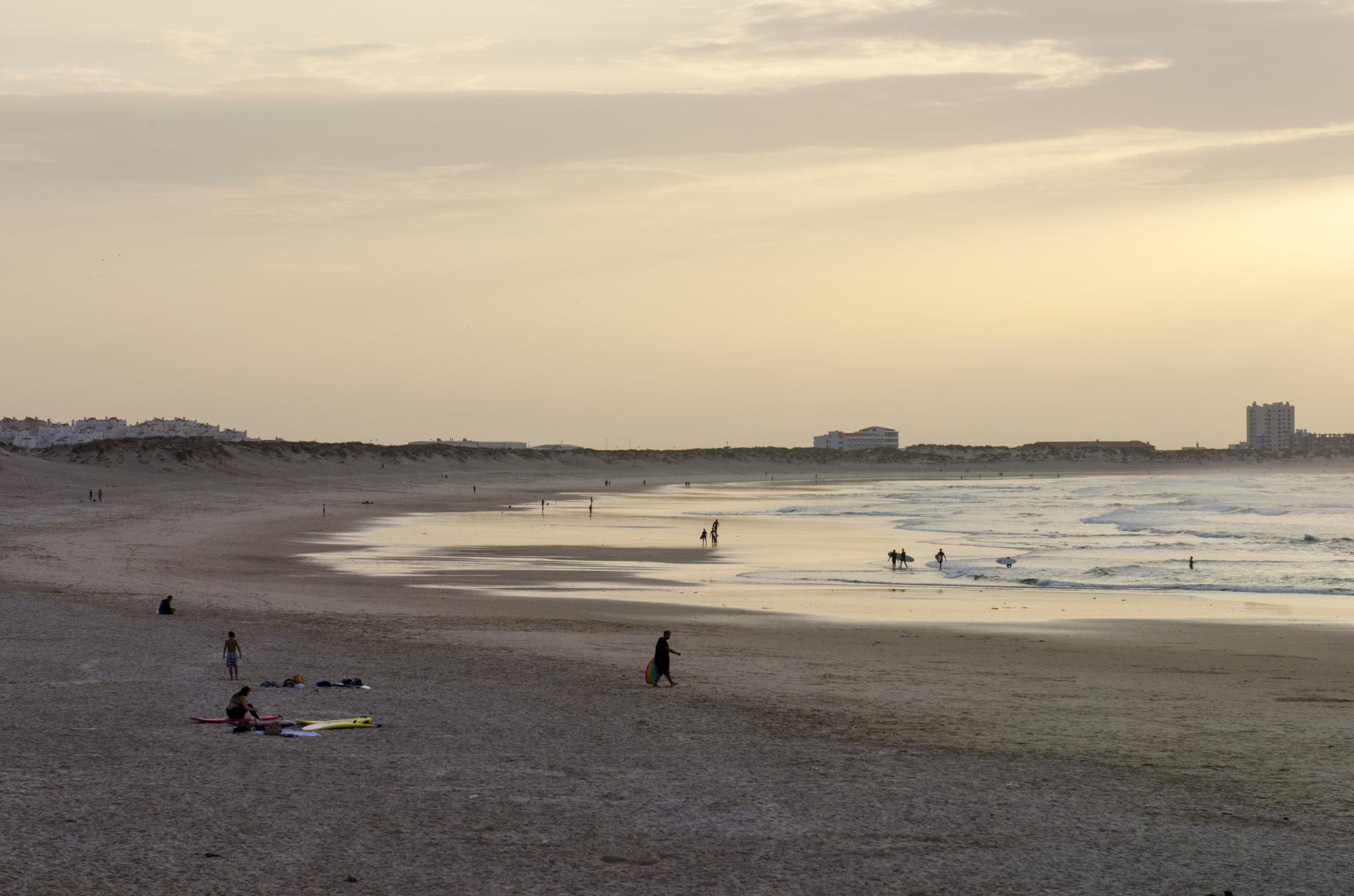 Peniche-Restaurants-Beach-Baleal