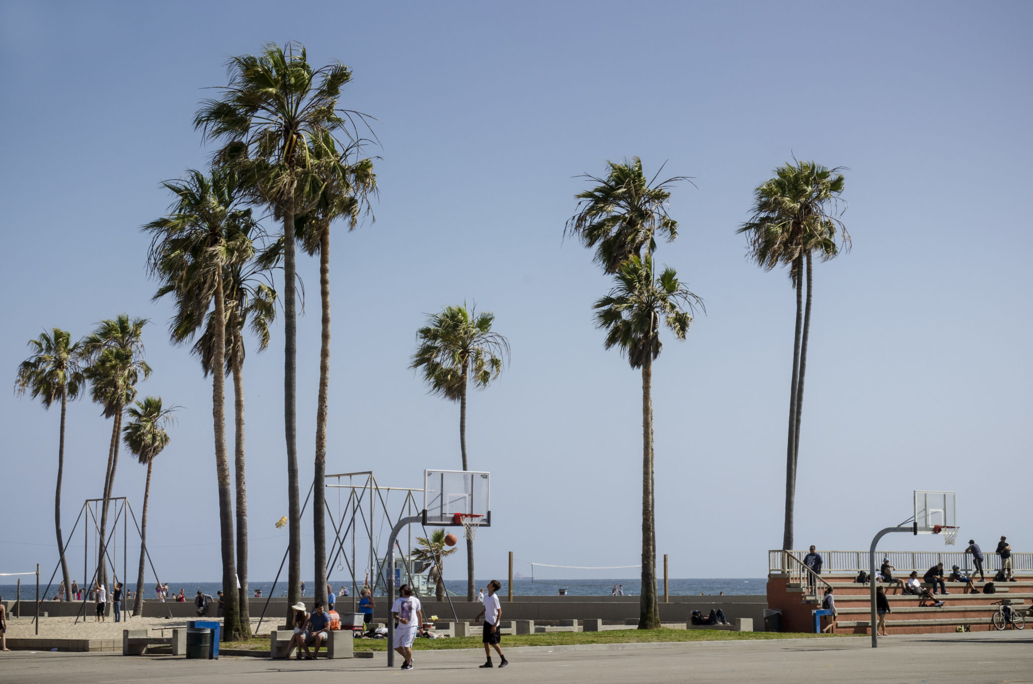 Venice-Beach-Boardwalk-Basketballfield
