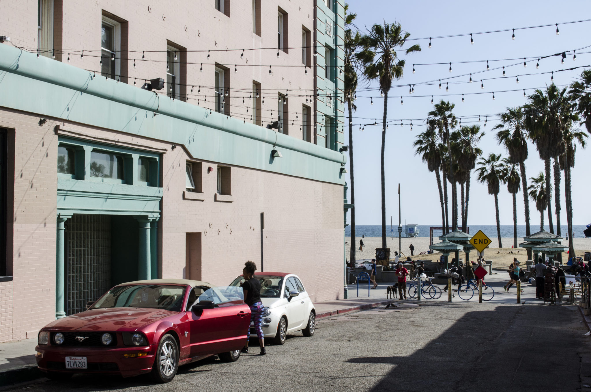 Venice-Beach-Boardwalk-Sidestreet