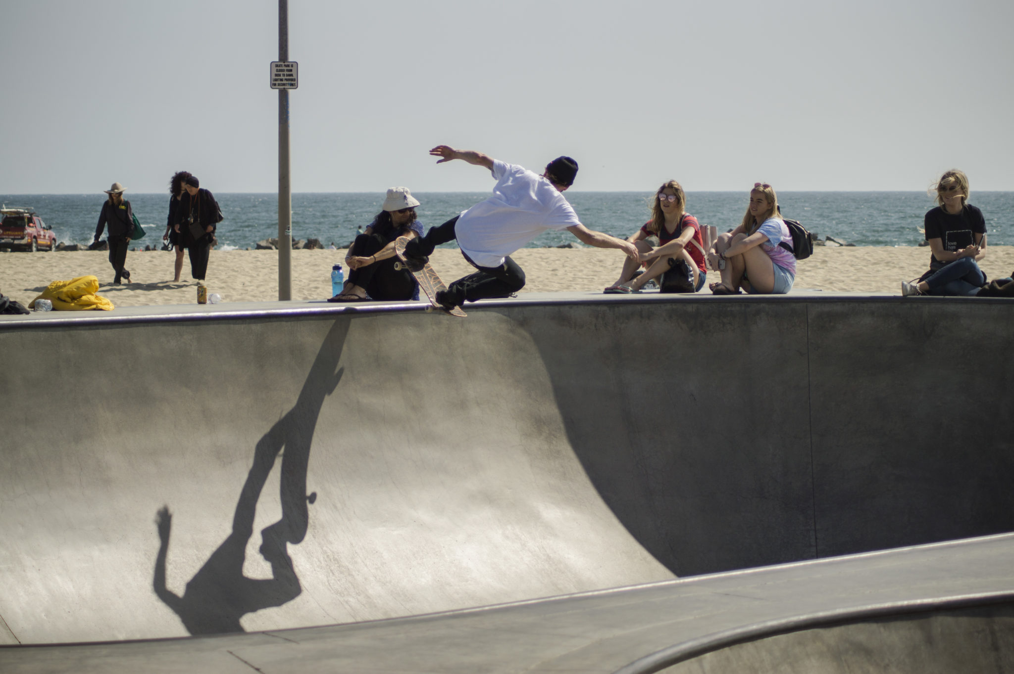Venice-Beach-Boardwalk-Skatebowl