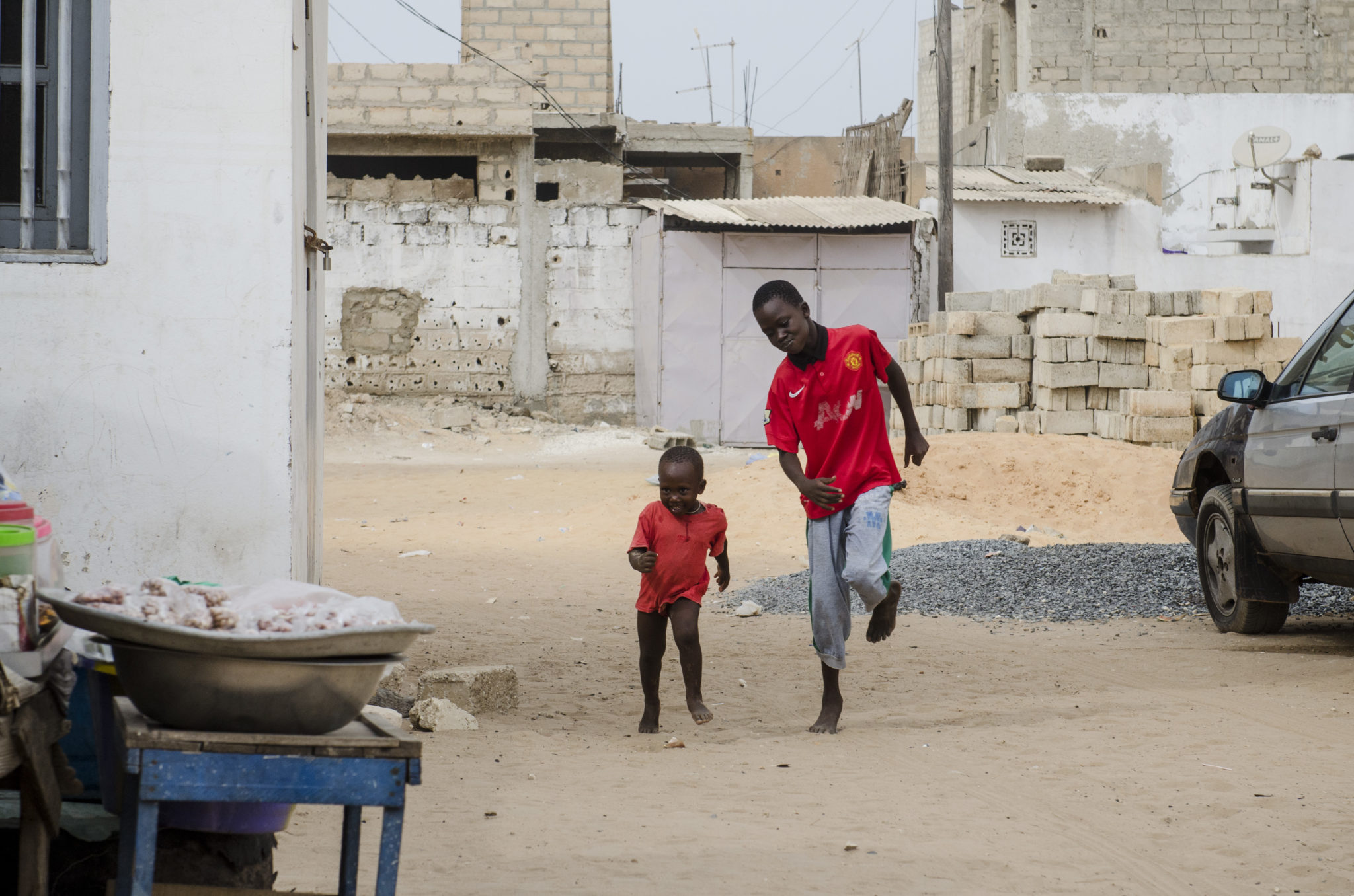 Mbour-Petite-Cote-Senegal-kids-street