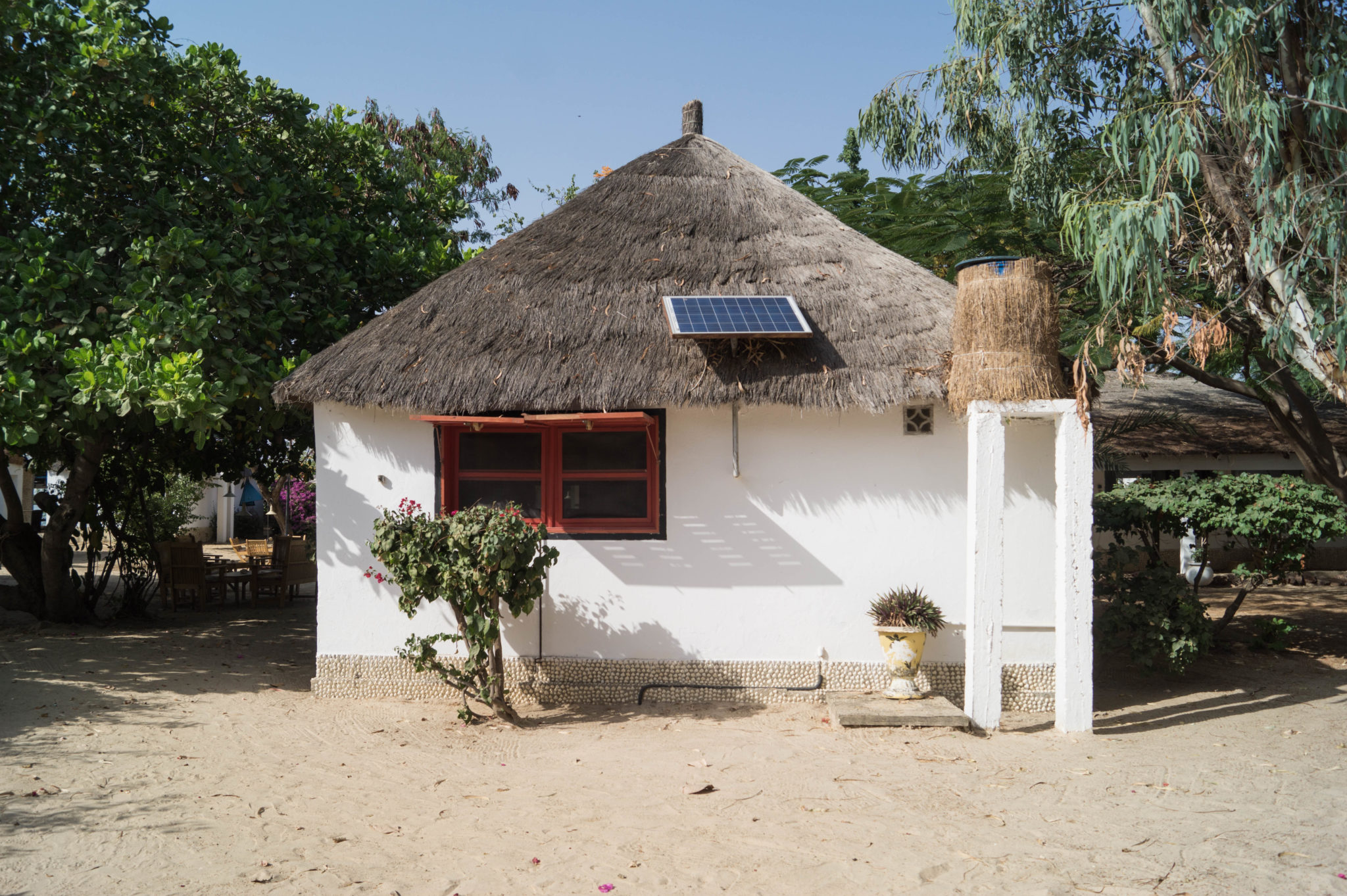 These little cute huts belong to Le Bazouk du Saloum, a perfect oasis in the Sine Saloum Delta in Senegal.