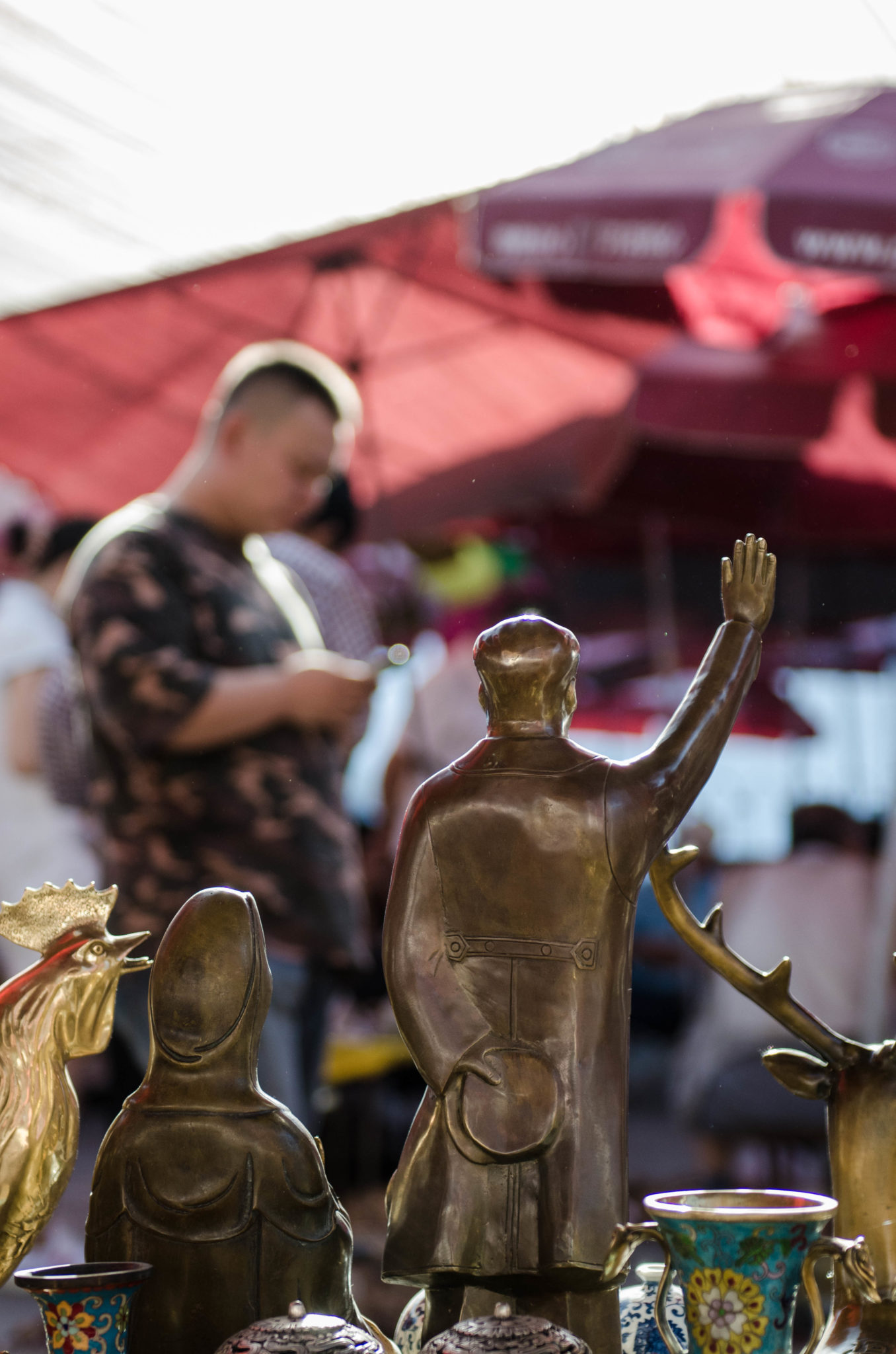 The Panjiayuan Antique Market in Beijing: Mao statues can be found along the entire market