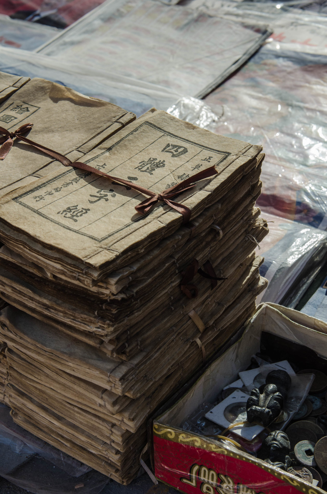 The Panjiayuan Antique Market in Beijing: Old documents wherever you look