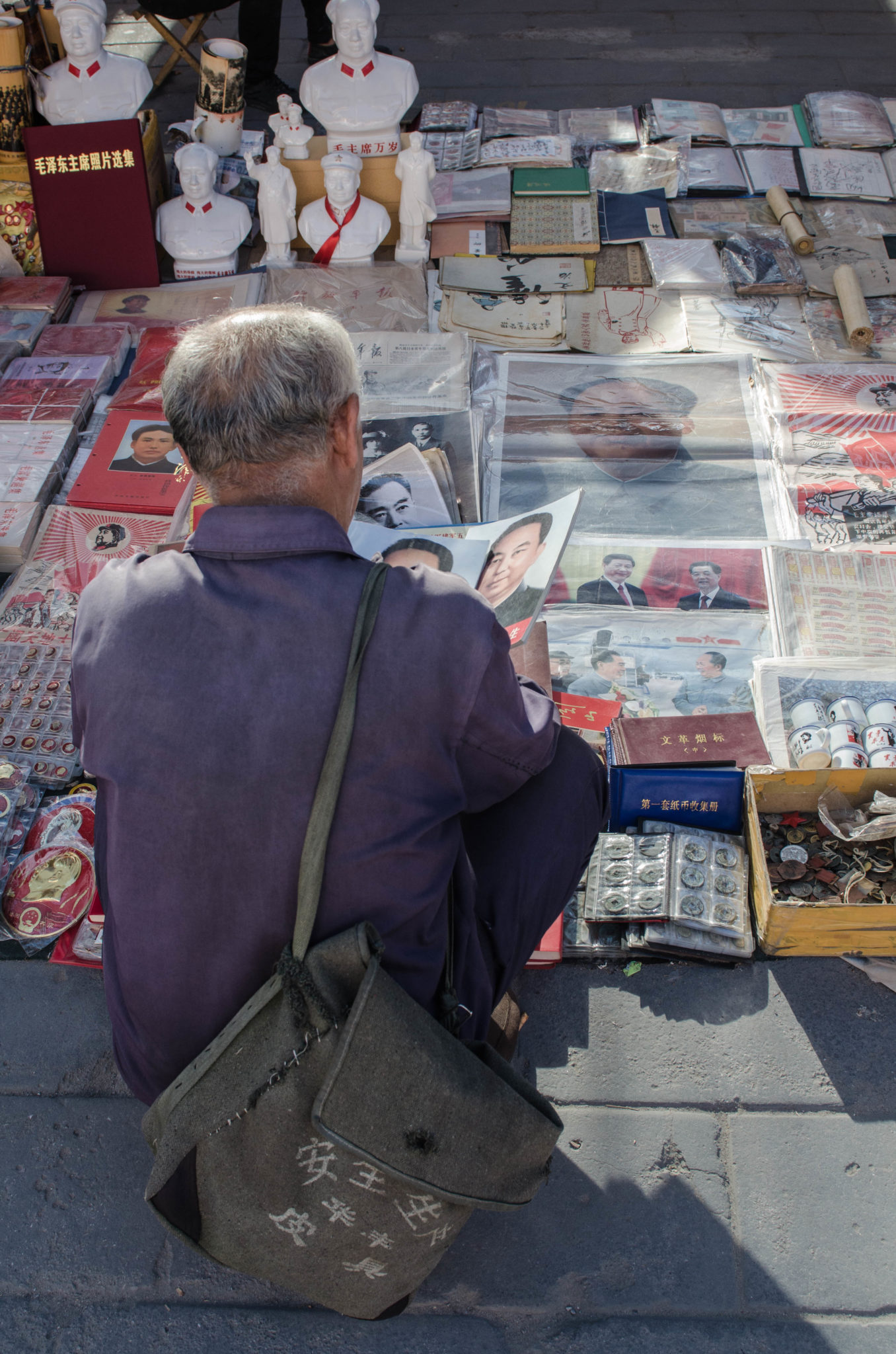 The Panjiayuan Antique Market in Beijing: Also locals come here to shop