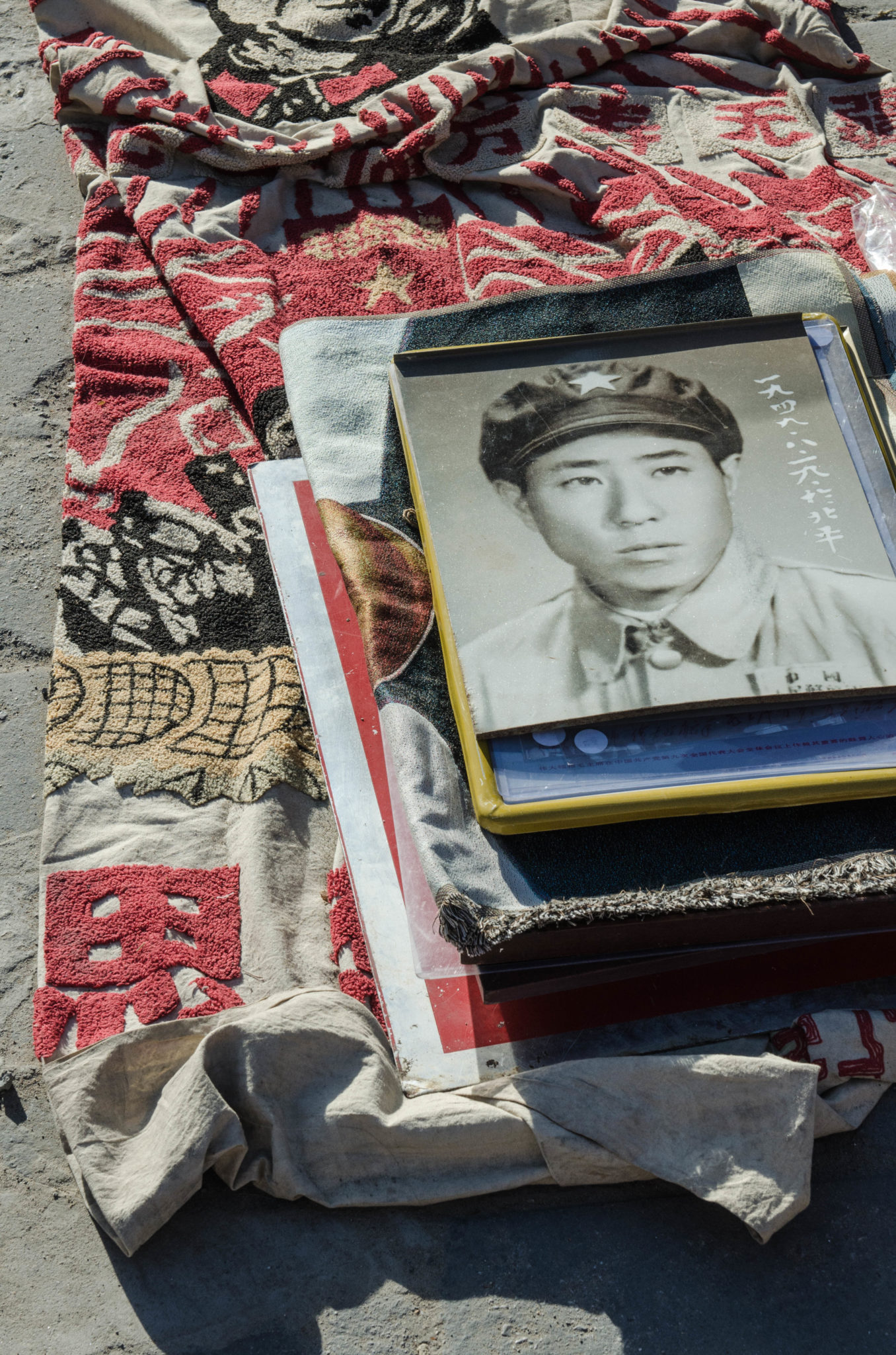 The Panjiayuan Antique Market in Beijing: Old photos to delve back in time.